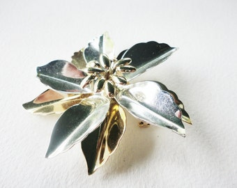 vintage big large  flower Brooch in a shiny  gold tone