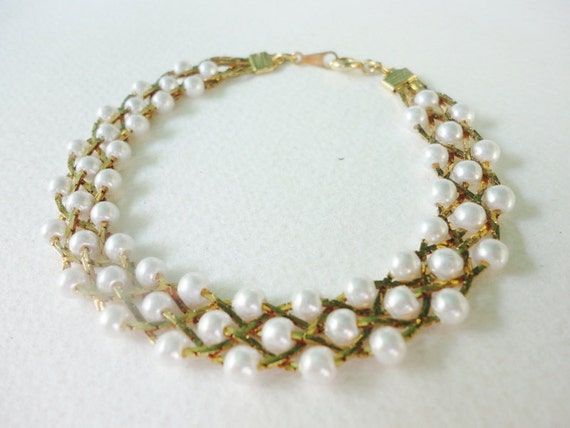 beautiful gold tone braided  pearls  and chains  Bracelet vintage jewelry
