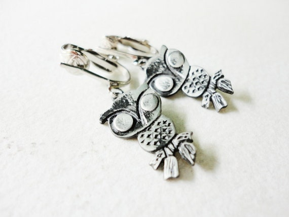 vintage figural owl clip on earrings  in a silver  tone