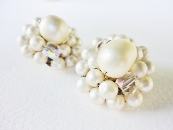 vintage jewelry round  JAPAN designer signed clip on clusters of pearls earrings