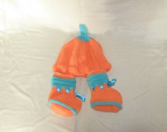 pumpkin colored hat and booties set 6-12months