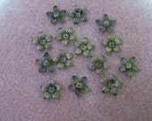 40 pcs. Floral bead cap antiqued brass - 2545