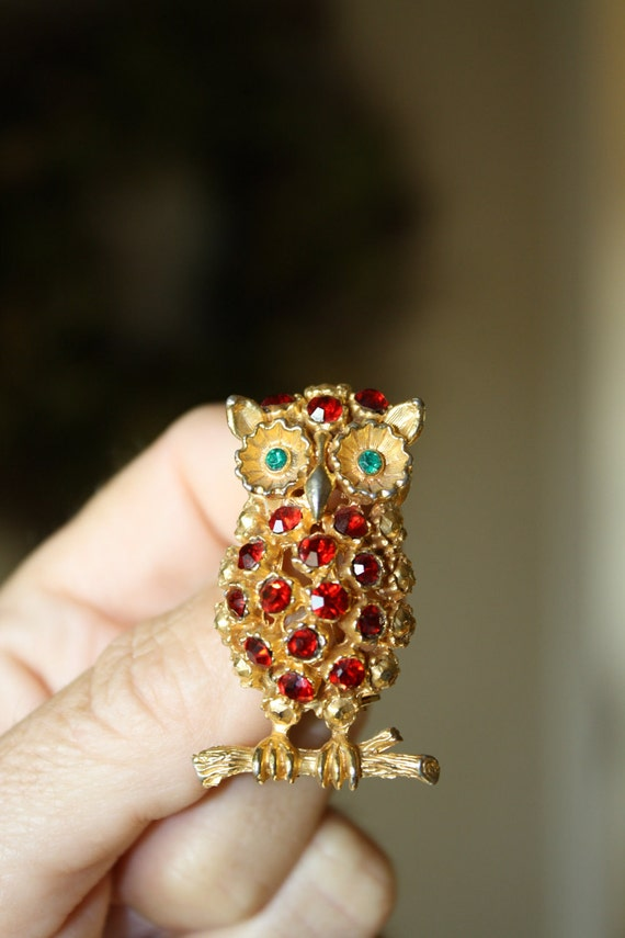 Beautiful Vintage OWL BROOCH with Ruby Rhinestone Body and Emerald Green Stone Eyes