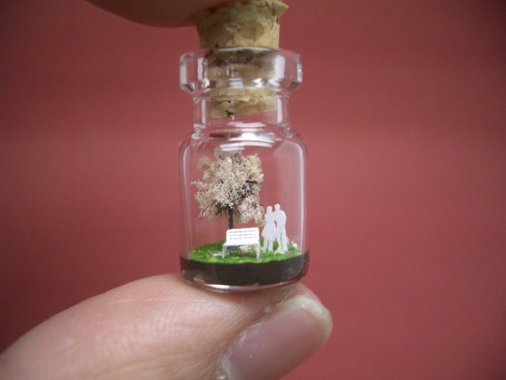 Tiny cherry blossom tree and a couple in a tiny bottle ver.2