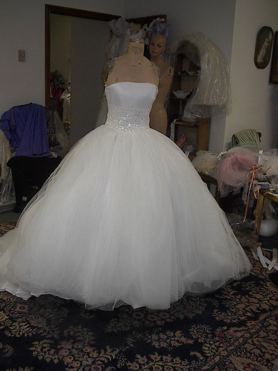 Ivory Tulle Strapless 50'S Style Full Ball Gown Bridal Gown SZ 9-10   marked down