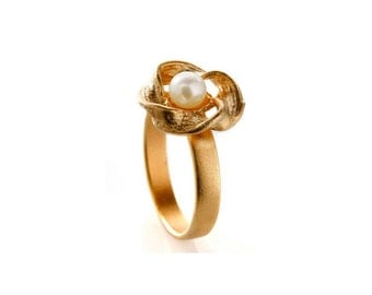 Gold Plated Flower Ring With White Pearl