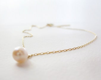 Dainty gold pearl necklace - classic gold necklace with a pearl - bridesmaids gift