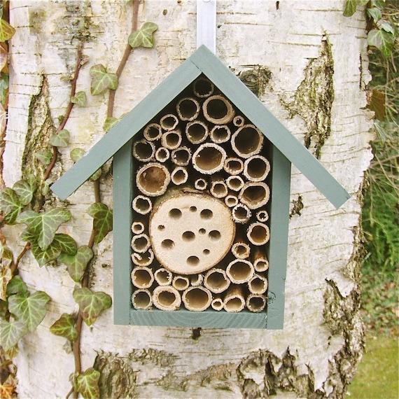 Small Bee Hotel