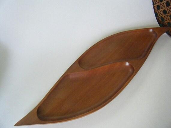 Clearance - vintage teak wood tray leaf-shaped - 1960s or 70s