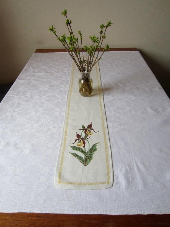Vintage Swedish Linens: Guckusko Printed Table Runner