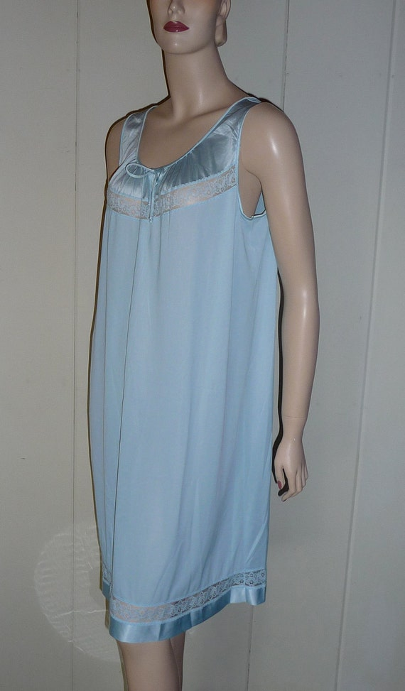 Vintage Baby Blue Nylon short Nightie Chantilly Illusion Lace