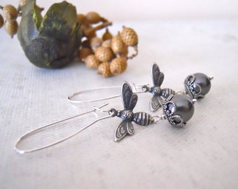 Free Shipping  Bee  Earrings, Drop Earrings, Dangle Earrings, Silver bee, Cluster, Gray pearl, Free Shipping, Gift