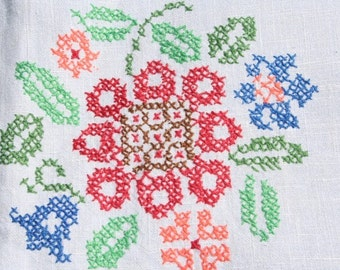 Vintage Tablecloth Embroidered Floral Tablecloth