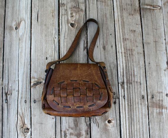vintage leather purse . 1970s bohemian purse . hard leather purse