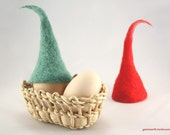 Cozy felted hats for Easter eggs - Egg Warmers - Set of 2, Green Red - Decoration - Spring bells