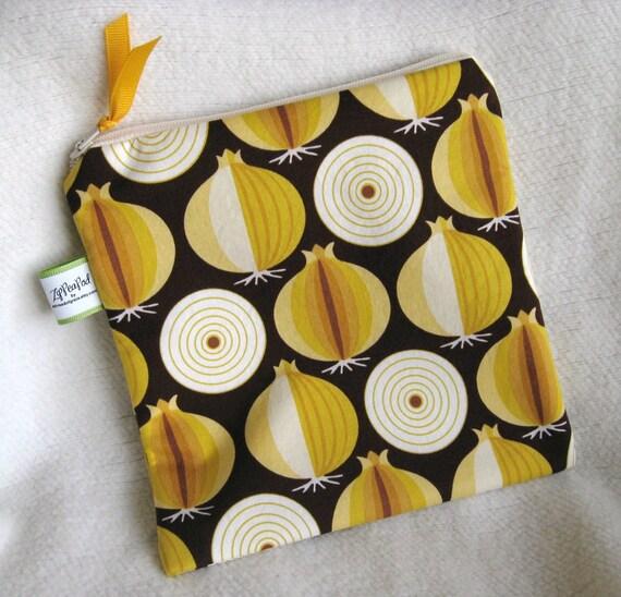 "Onion's ZipPeaPod Reusable Sandwich Bag,  Snack Bag- 7.5"" x 7.5""- Washable, Zippered, Nylon-Lined"