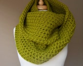 blissthings chunky infinity circle scarf in lemongrass green