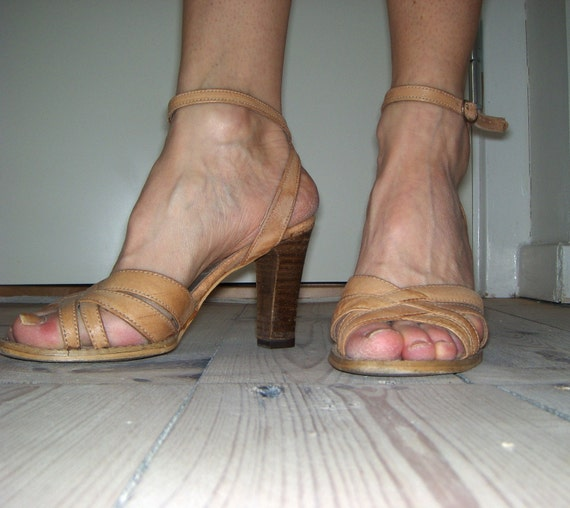EXTRA REDUCED - 70s - 80s  sexy tan leather strap heels