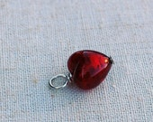 Venetian glass small heart charm in ruby red. Charm comes on a split ring to easily add to your own bracelet or necklace Dolce Beada