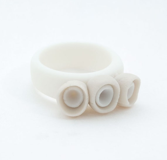 White porcelain ceramic ring band with simple ecru and white pods flowers - Alicante, ceramic artistic  jewellery, porcelain jewelry