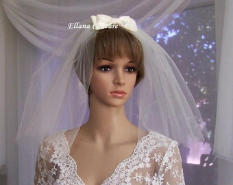 Short Vintage Inspired Veil with Small Taffeta Bow.