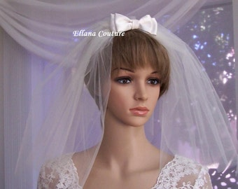 Short Retro Inspired Veil with Small Satin Bow.