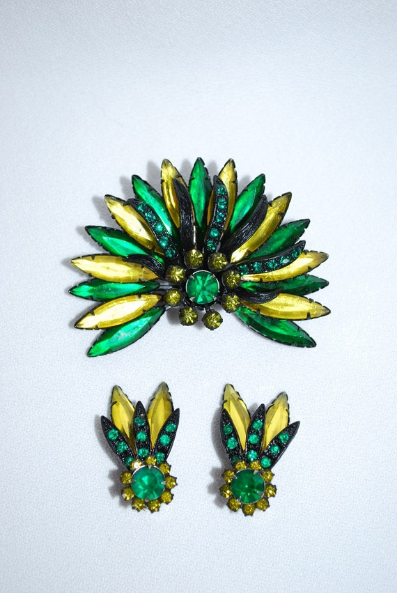 Vintage 1950's Lemon Emerald Faceted Glass and Rhinestone Brooch and Earring Set