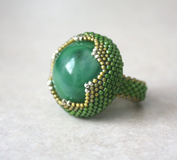 Green Garden Snake Beaded Bezel Ring with Vintage Green Marbled Lucite Cabochon