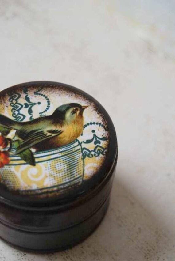 Sparrow in a Tea Cup Powder Box
