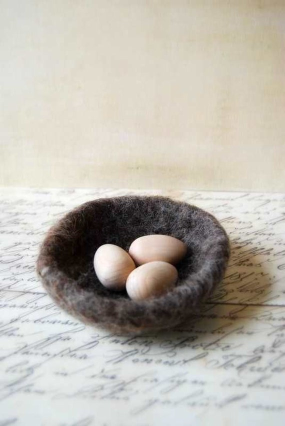 Small Wool Nest and Natural Wood Eggs - Wool Felt - Wedding Ring Bearer Nest