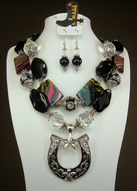 Black Onyx / Rainbow Zebra Shell / Horseshoe Pendant Chunky Western Cowgirl Necklace SET - BLaCK MaGiC HoRSeSHoe