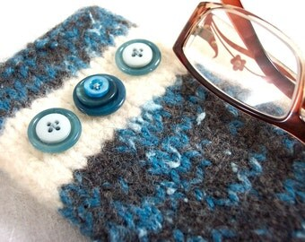 Glasses Case in Knit Felt with Button Trim