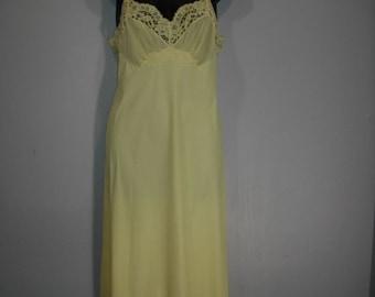Vintage Slip, Vanity Fair Slip, Yellow/Lemon Yellow Wiggle Slip,  Size S  Bust 32