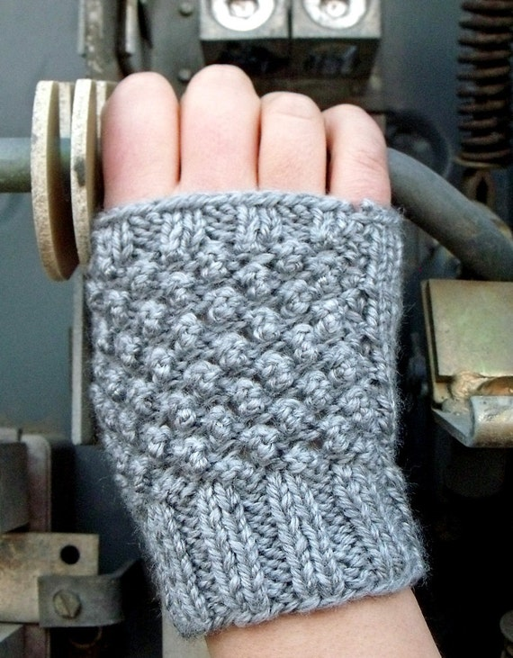 Short Fingerless Gloves in Silver Grey - Winter Accessories