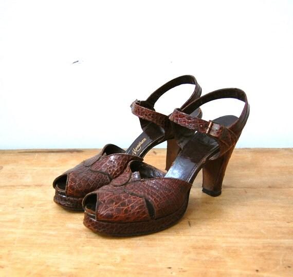 Vintage 1940s Shoes - 40s Peep Toe Heels - The Betsey