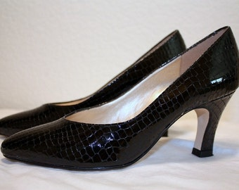 1990's Black Snakeskin Pumps Patent Leather By Naturalizer Size 6 1/2 Medium Vintage Retro Classic