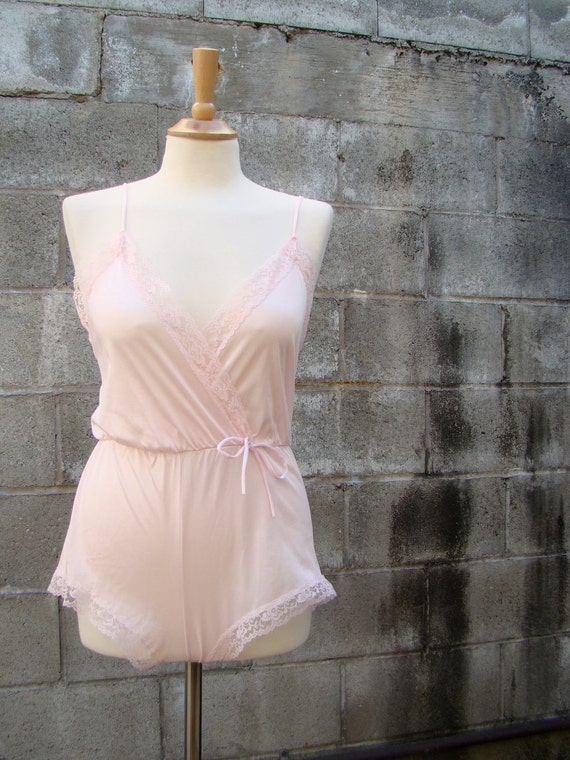 Vintage 70s Light Pink Sweetheart Lace Teddy SMALL/MEDIUM by Playhouse Vintage Shop