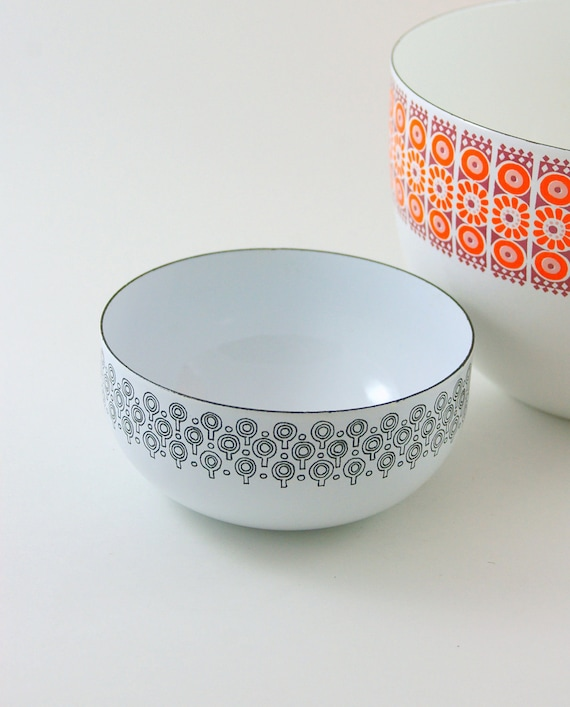 Finel or Vefa Enamelware Bowl in Black and White