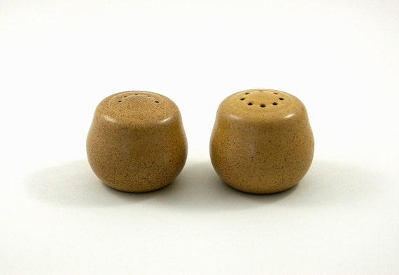 Heath of California Early Salt and Pepper Shakers Designed by Edith Heath