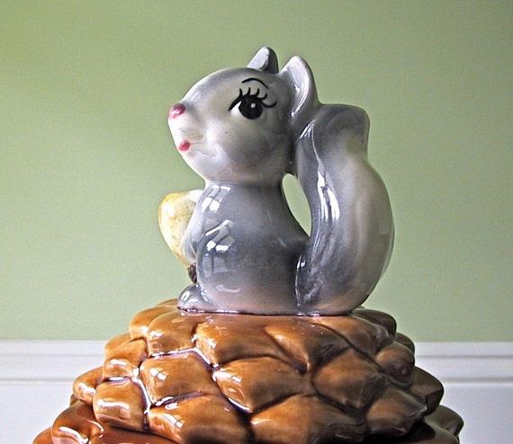 Vintage Cookie Jar, Metlox Squirrel on Pine Cone