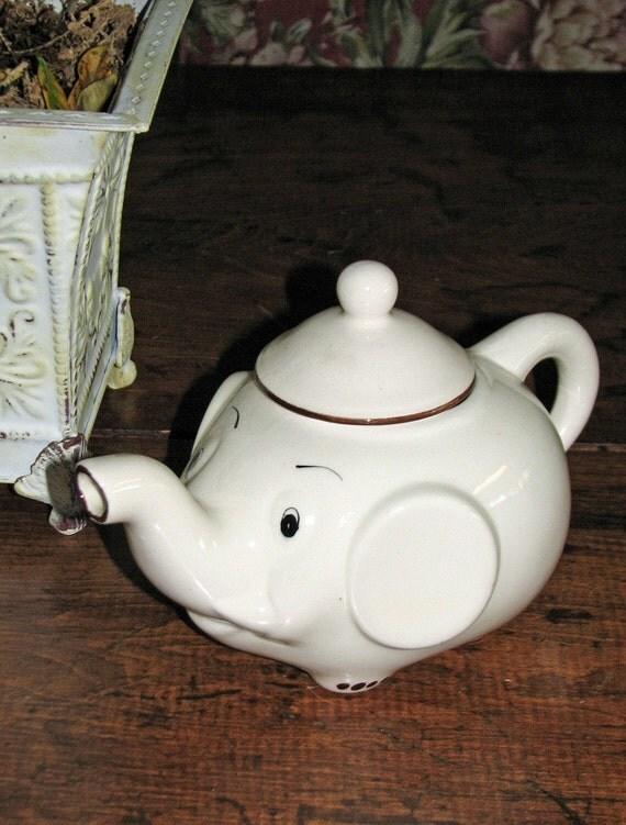 vintage ELEPHANTE teapot