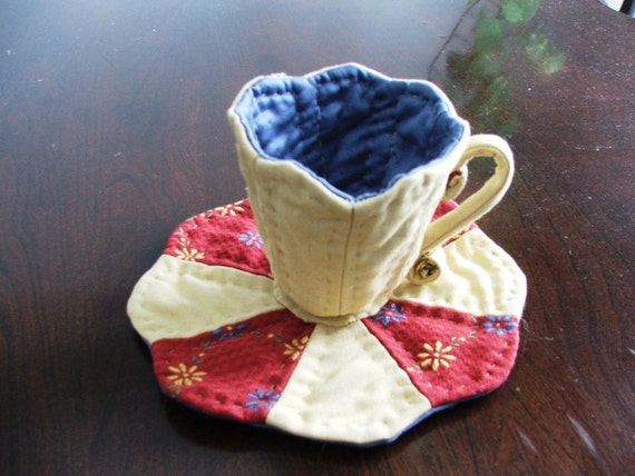 Quilted Tea cup Gold and Red