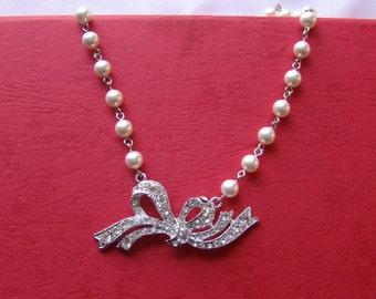 Necklace Swarovski Pearls Rhinestone Ribbon Pendant (31H152A)