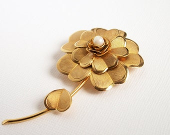 Vintage Gold Flower Brooch in original box floral costume jewelry blossom with stem