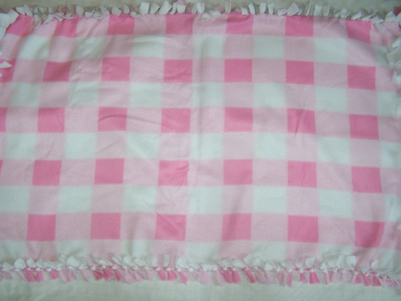No Sew Pink and White Checkered Blanket
