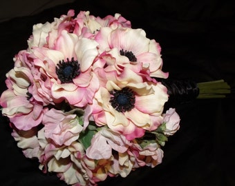 Pale pink anemone and sweet pea bouquet