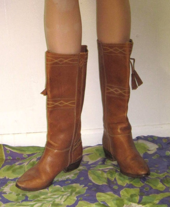 70s Thom McAn Boots Distressed Leather Cream Stitched Tassle Boho 6 1/2 7