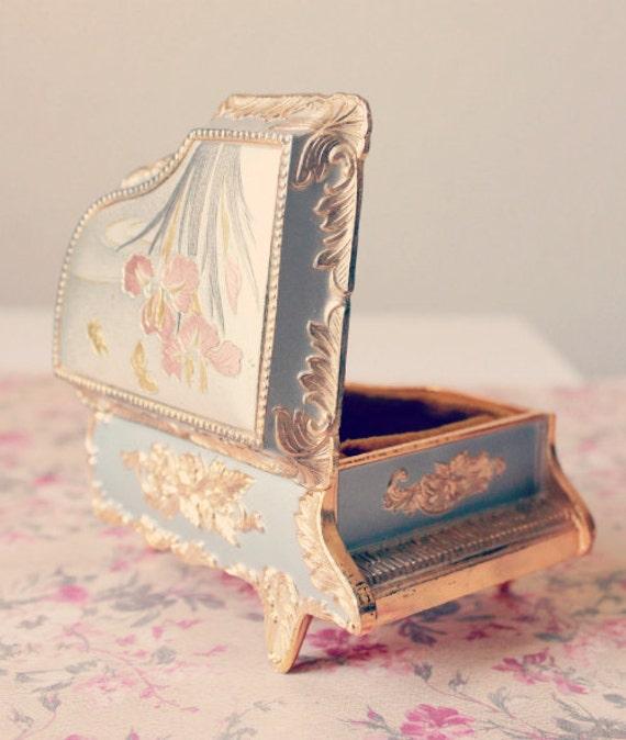 SALE Vintage Japanese Sankyo Music Box