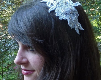 White Bridal Hair Comb, Beaded Lace Headpiece, Sparkly Flower Headpiece, White Wedding Headpiece, Rhinestone Hair Comb
