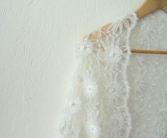 White Flowered Bride Bridal Shawl Has Pearl Details, OOAK Weddings Shawl Wedding Gown dreamt fresht teamspirit teamdiscovery